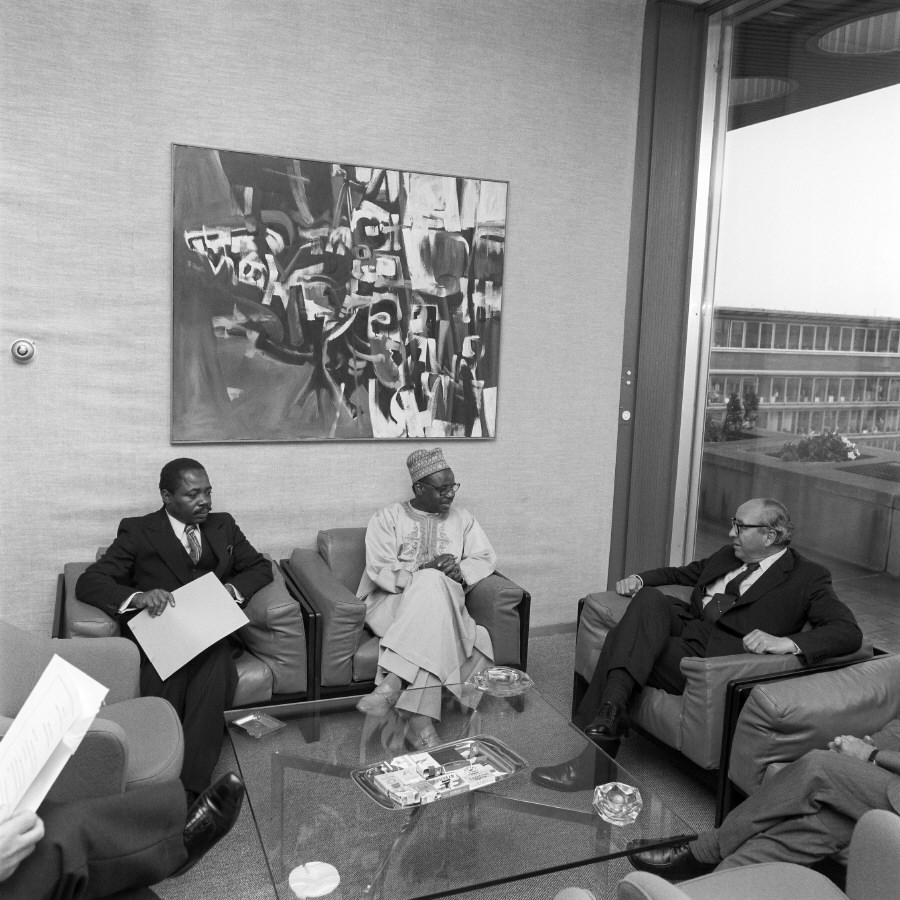 Meeting between H.E. Ambassador Mahmoudou Haman Dicko, Head of the Mission of Cameroon to the EC, in the middle, and Roy Jenkins, 1st on the right. Date: 24/07/1979