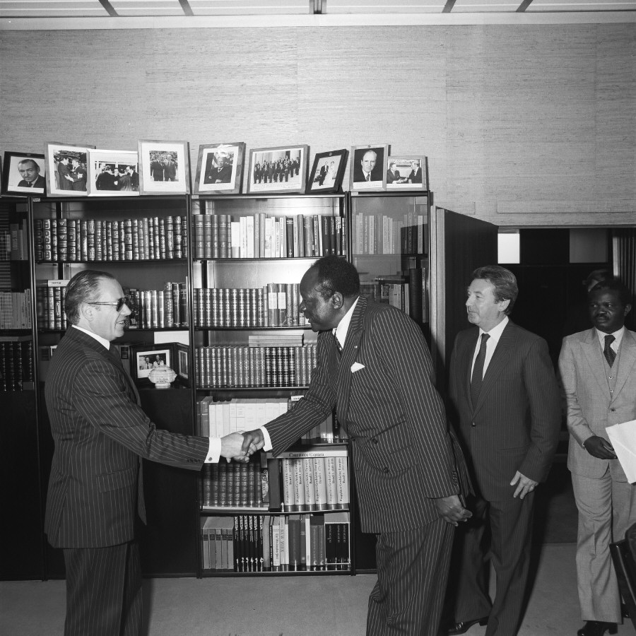 Handshake between H.E. Ambassador Jean Keutcha, Head of the Mission of Cameroon to the EC, on the right, and Gaston Thorn. Date: 06/10/1983