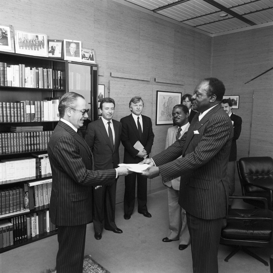 H.E. Ambassador Jean Keutcha, Head of the Mission of the Cameroon to the EC, on the right, presenting his credentials to Gaston Thorn. Date: 06/10/1983