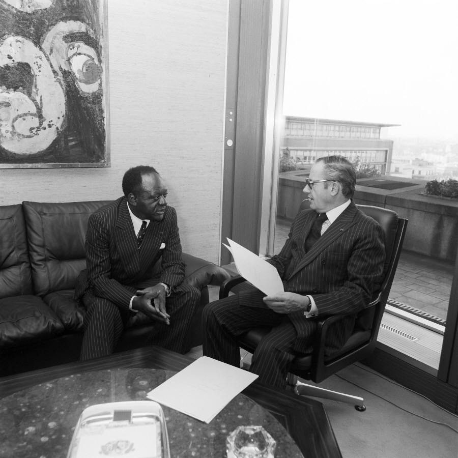 Meeting between H.E. Ambassador Jean Keutcha, Head of the Mission of the Cameroon to the EC, on the left, and Gaston Thorn. Date: 06/10/1983
