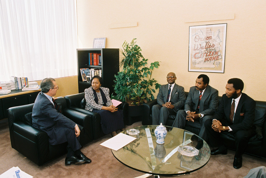 Meeting between H.E. Ambassador Isabelle Bassong, Head of the Mission of Cameroon to the EC, 2nd on the left, and Jacques Delors, 1st on the left. Date: 20/07/1989