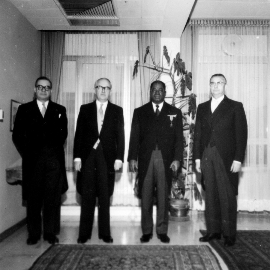 ean Rey, Member of the Commission of the EEC in charge of External Relations (President of the group), Walter Hallstein and H.E. Ambassador Vincent-de-Paul Ahanda, Head of the Mission of Cameroon to the EEC, from left to right. Date: 30/10/1962