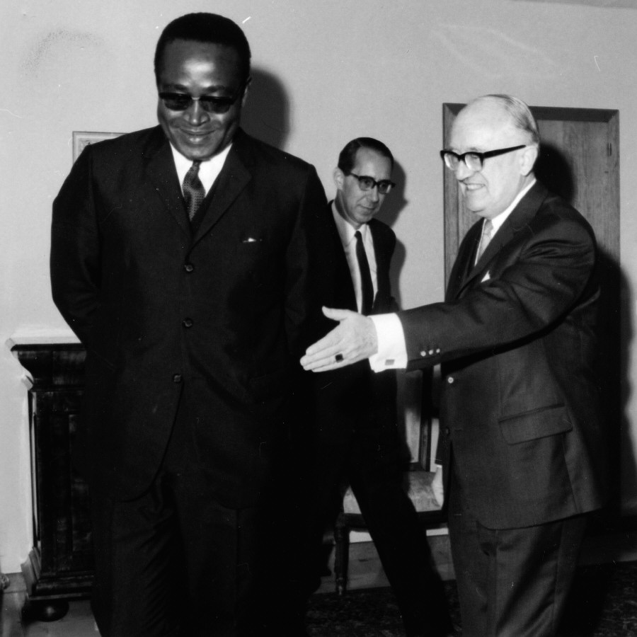 H.E. Ambassador Ferdinand Oyono, Head of the Mission of Cameroon to the EEC, on the left, and Walter Hallstein. Date: 21/07/1966